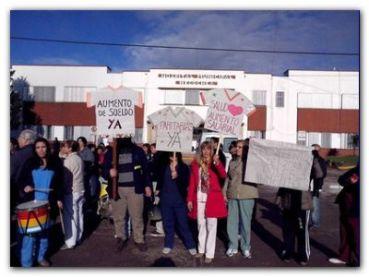 NECOCHEA: Movilización de trabajadores municipales frente al Hospital Ferreyra