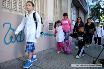EDUCACIÓN: Analizan retrasar una hora la entrada a clases