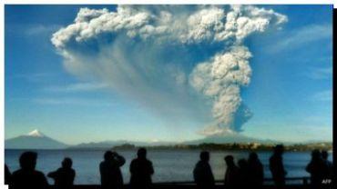 ALERTA roja en Chile por la sorpresiva erupción del volcán Calbuco