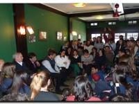 Foto charla con alumnos y docentes