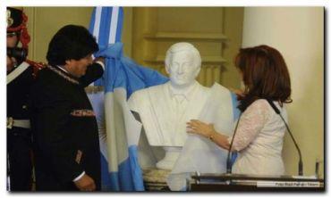 """CRISTINA: Néstor """"construyó una nueva Argentina"""" a partir de sus """"convicciones, coraje, decisión"""""""