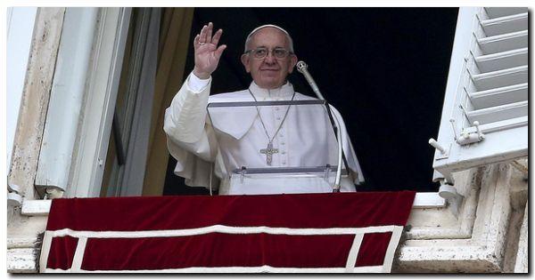 VATICANO: En la Misa de Gallo, Francisco pidió por los niños que «deben escapar de los bombardeos»