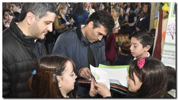 NECOCHEA: El intendente López encabezó la apertura de la Feria Distrital de Ciencias