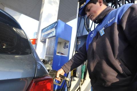 El Gobierno postergó hasta abril aumento en los combustibles
