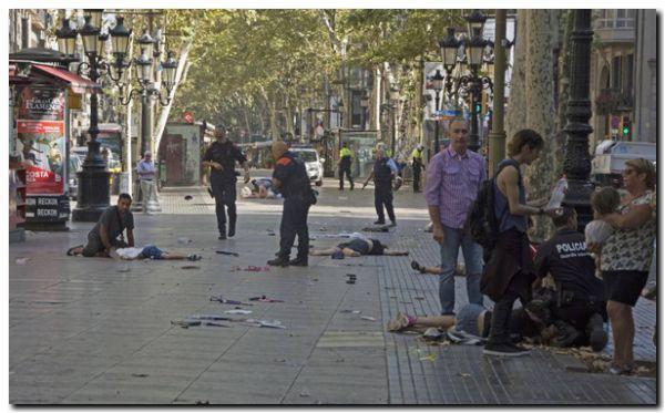 EL MUNDO: Un atentado terrorista en Barcelona provoca al menos 13 muertos