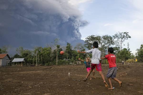 EL MUNDO: Cancelan decenas de vuelos, erupción de volcán Agung