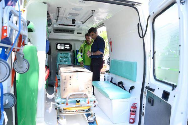NECOCHEA: López presentó las dos nuevas ambulancias del SAME
