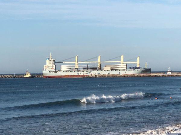 PUERTO QUEQUÉN: El segundo embarque de aerogeneradores. Arribó el buque TIAN XI