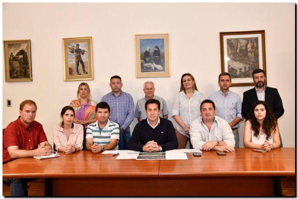 Rojas anunció un plan de austeridad, con reducción de sueldos a sus funcionarios