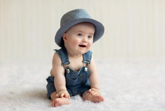Un bebé con sindrome de down