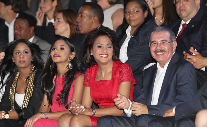 Danilo Medina felicita al pueblo dominicano y convoca amar al prójimo en Navidad