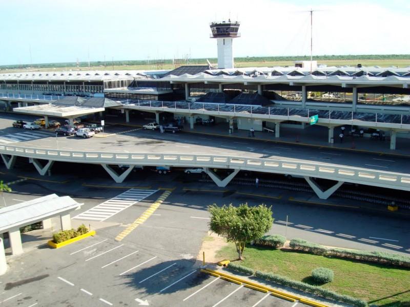 Oficiales, empleados de Aduanas y couriers  investigados por robo  en el AILA