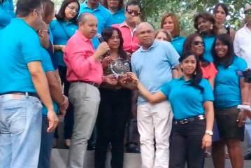 Hospital Ney Arias Lora reconoce al doctor Félix Hernández
