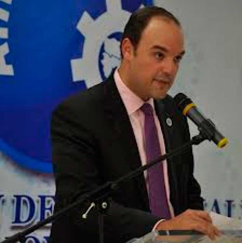 Industria formalizará más de 200 empresas