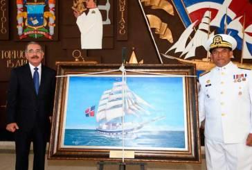Presidente Medina encabeza nueva graduación de oficiales navales