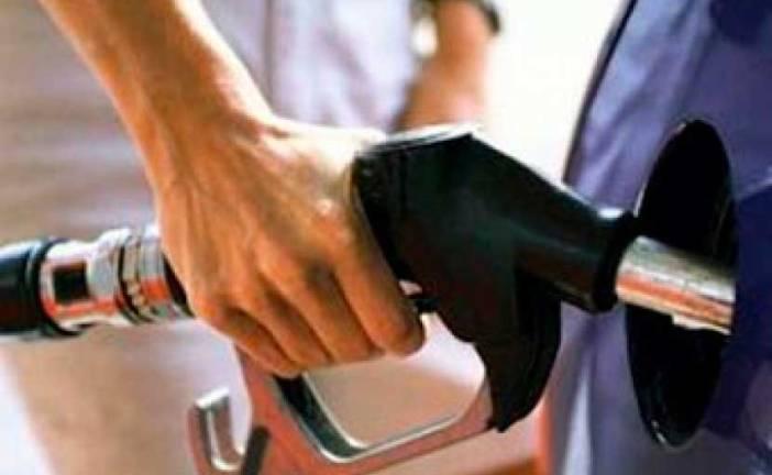 Bajan el precio de los combustibles, excepto la gasolina y el gas natural