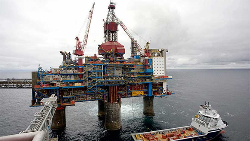El barril de petróleo de Texas se coloca a 53 dólares el barril