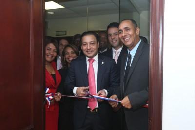 Abel Martínez entrega las nuevas oficinas del Bloque PRM