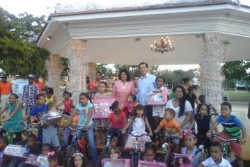 Cristina Lizardo y embajada de Taiwán entregan juguetes