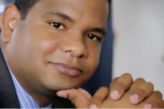 El periodista Francisco Medrano encabeza encuesta para Alcalde de Pedernales
