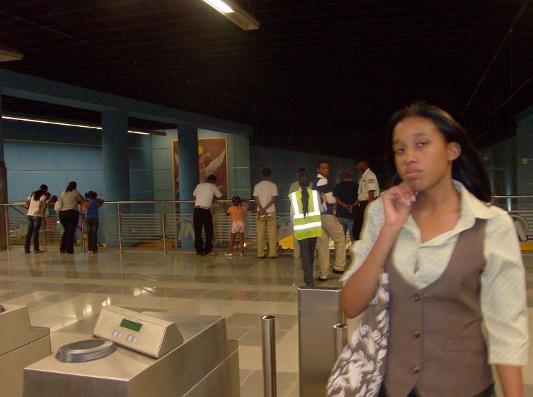Problemas con las nuevas tarjes del Metro Santo Domingo