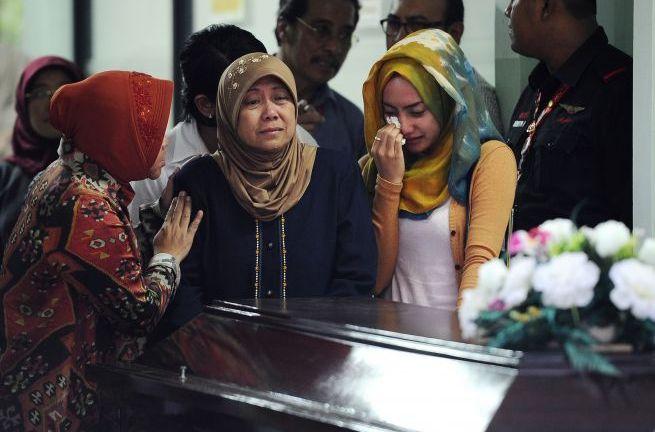 Identifican restos de uno de los pasajeros de avión Airasia