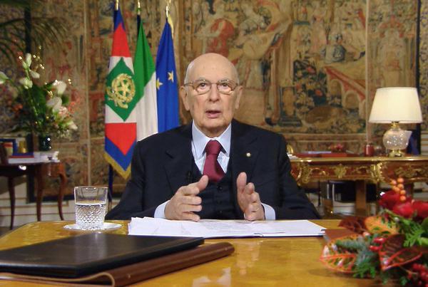 Dimite presidente de Italia
