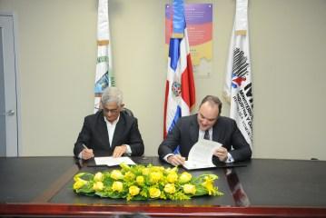 Industria y Comercio firma acuerdo beneficiará a Pymes