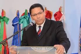 Gedeón Santos  sugiere invertir más en banda ancha