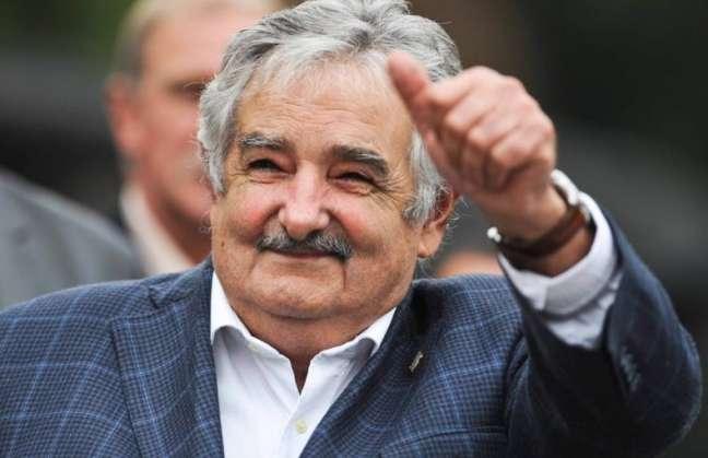 """Mujica  asume senaduría  apoyando a Tabaré Vázquez  """"de manera crítica"""""""
