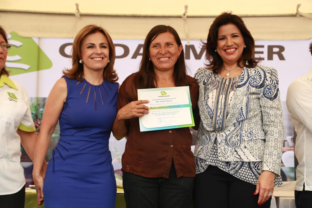 Vicepresidenta insta gobiernos implementar políticas para enfrentar exclusión mujer