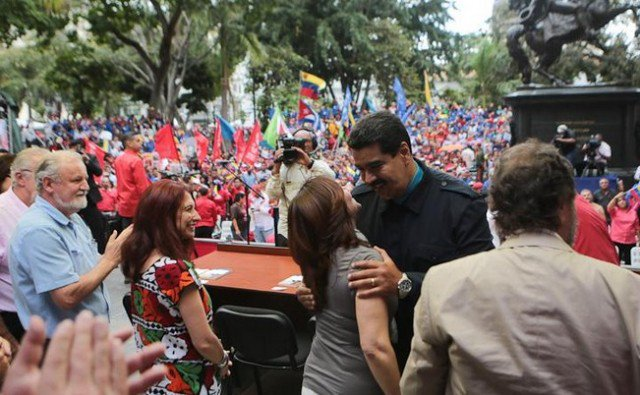"""Maduro califica de """"estúpidos"""" a los ejecutivos de la Agencia EFE"""