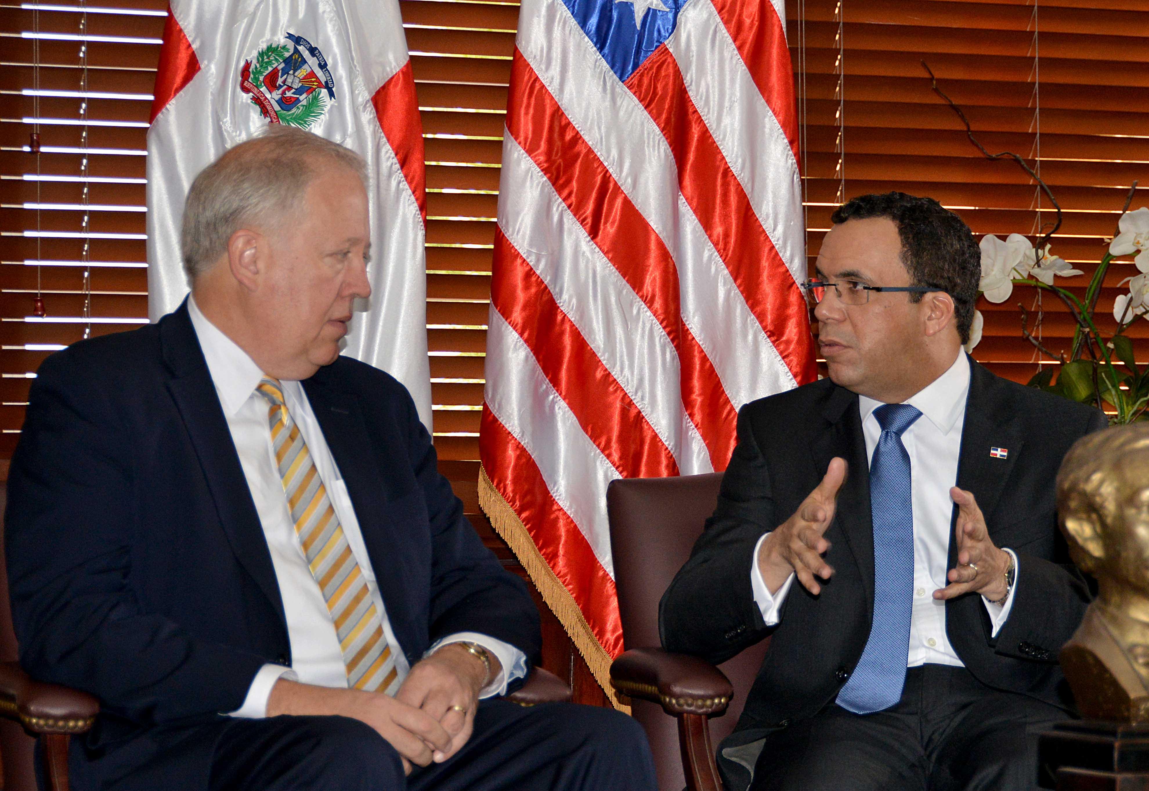 Canciller se reúne con delegación del gobierno de los Estados Unidos