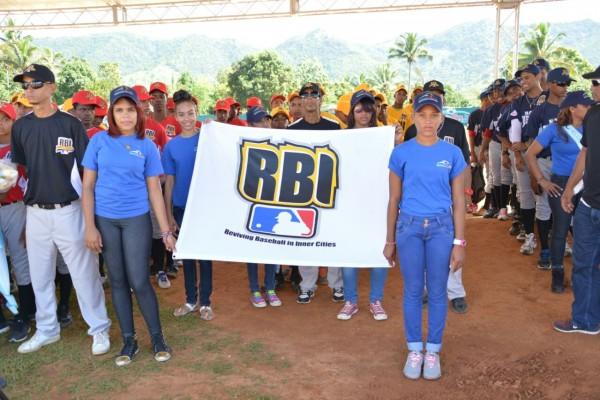 Fundación Rica y Major League Baseball realizan evento deportivo en Villa Altagracia