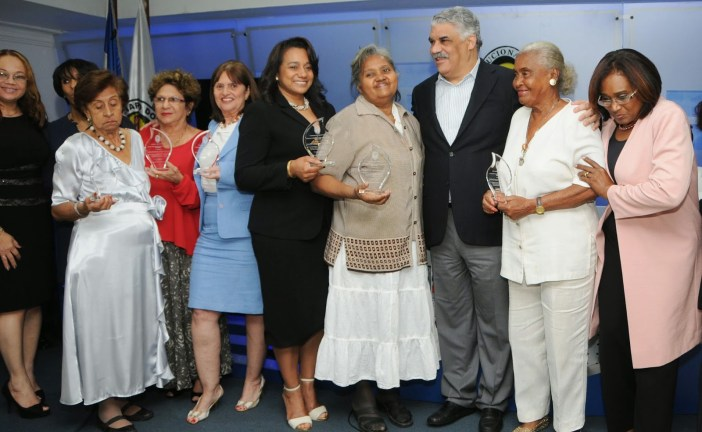 PRD reconoce mujeres de Abril e instala Comisión Efemérides
