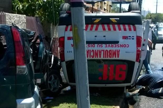 Un herido genera un choque entre ambulancia 911 y yipeta