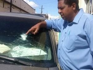 Encapuchados tirotean la yipeta del presidente de los locutores en SFM