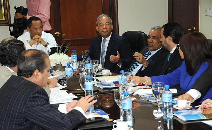 Ejecutivos de la CDEEE y la Comisión de Hacienda del Senado hablan sobre plantas Punta Catalina