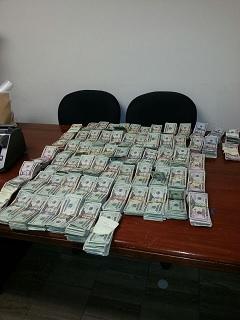 Apresan a dos mujeres en aeropuerto Punta Cana que traían  161,125  dólares escondidos en sus maletas