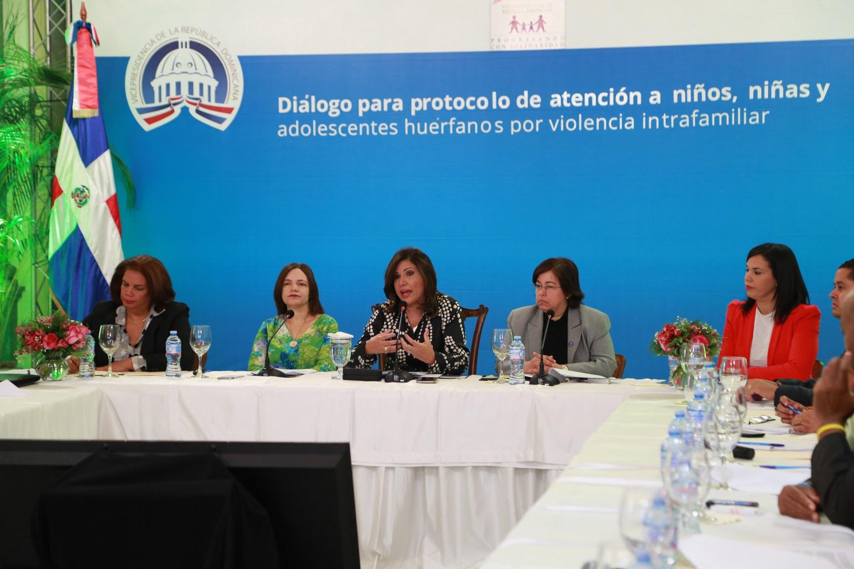 Vicepresidenta propone protocolo para intervenir huérfanos por la violencia intrafamiliar