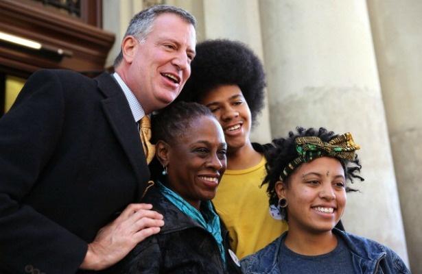 Todo el mundo le cae encima al Alcalde de Nueva York Bill De Blasio