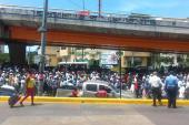 """Migrantes  haitianos """"invaden"""" la 27 de Febrero con Leopoldo Navarro"""