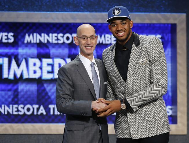 El dominicano Karl Towns se va con Minnesota. #1 en el draft de la NBA
