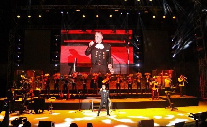 Alejandro Fernández se presentó con rotundo éxito en el Anfiteatro de Altos de Chavón