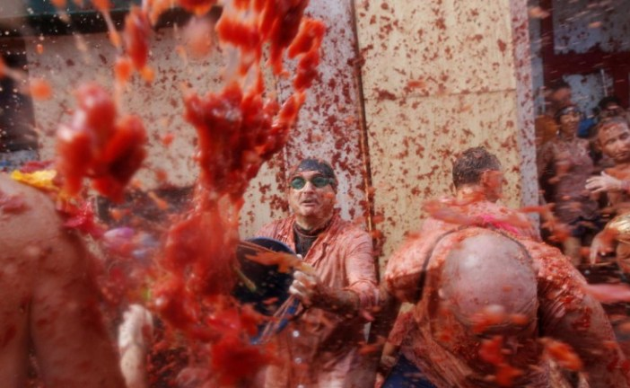 La Tomatina: 22 mil participantes y 160 mil kilos de tomates