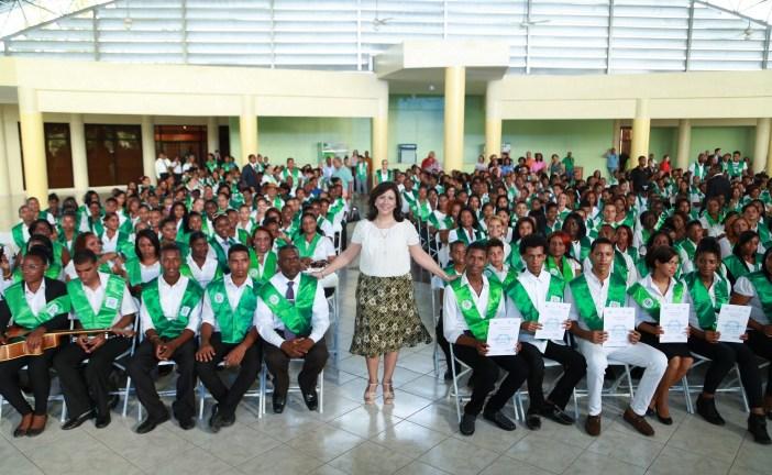 Vicepresidenta gradúa  mil técnicos capacitados por Progresando