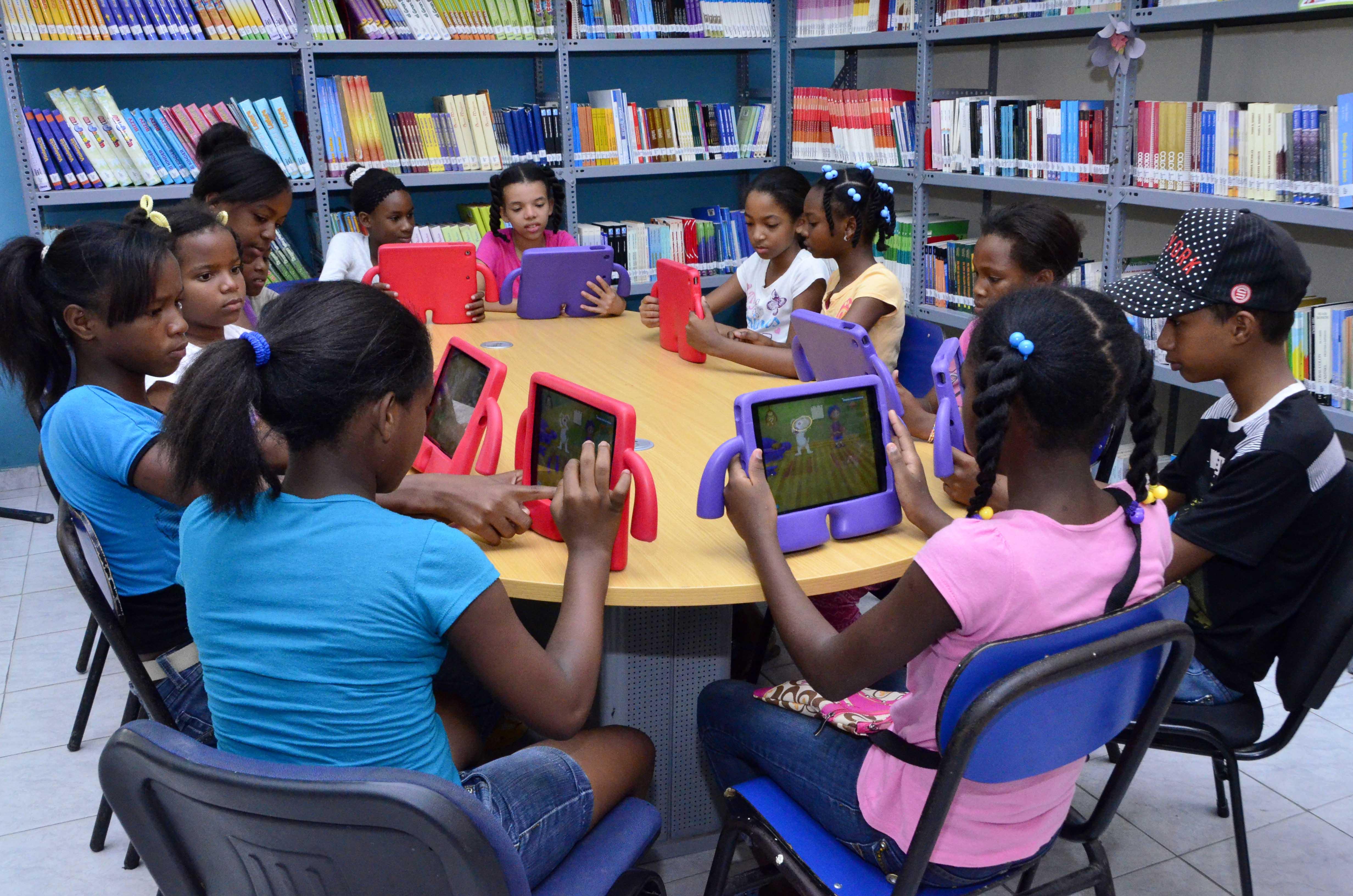 Vicepresidenta dispone refuerzo escolar integral a través de 97 Centros Tecnológicos Comunitarios