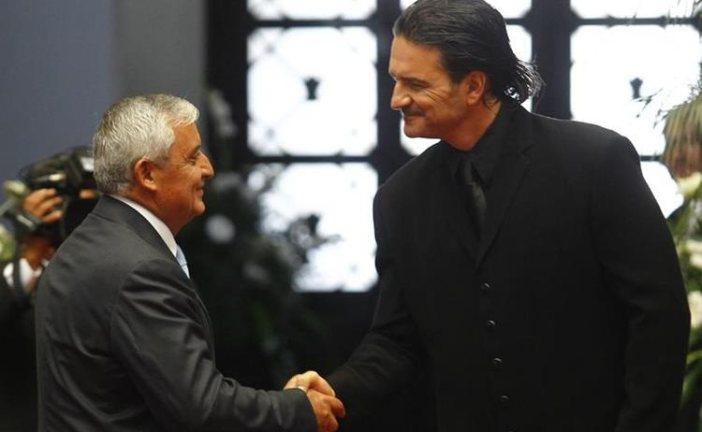 Ricardo Arjona exige renuncia del presidente de Guatemala. Devolverá condecoración
