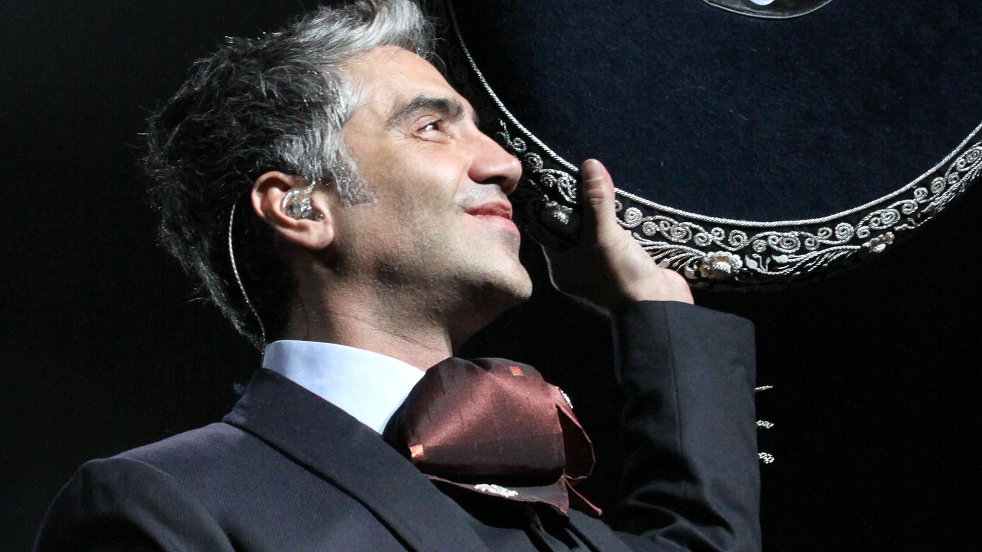 El concierto de Alejandro Fernández sigue, pospone Arjona, Yaroide y Festival del Merengue