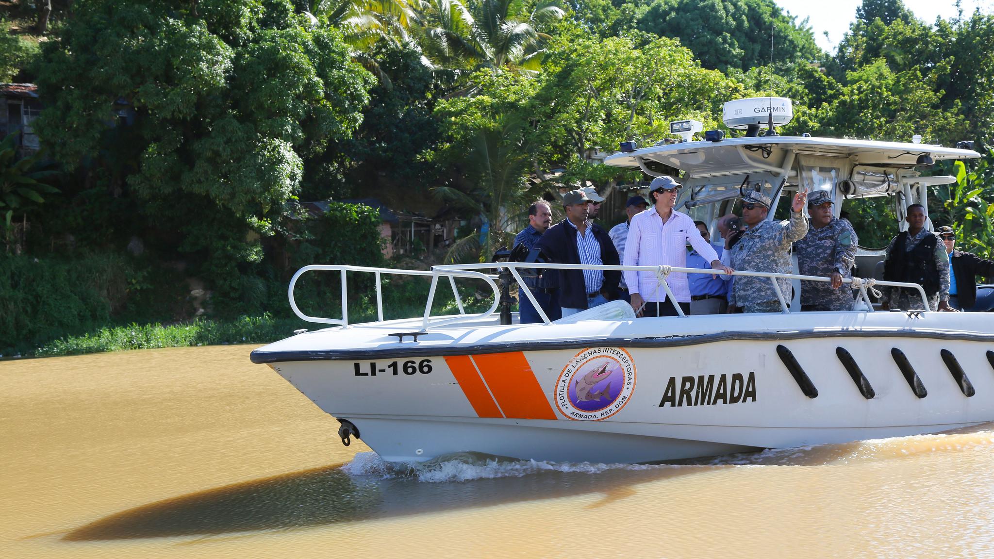 Gustavo Montalvo recorre ríos Ozama e Isabela